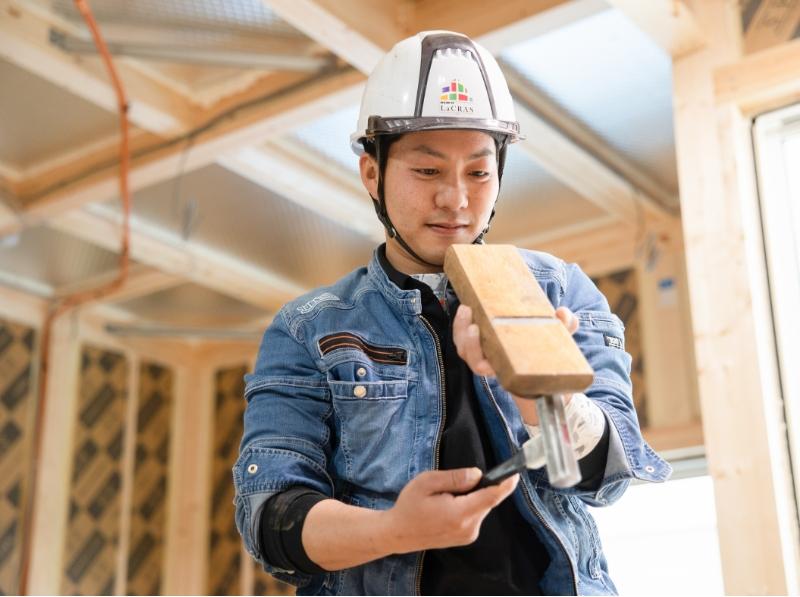 社員大工の熟練の技で世界で一つだけの家を完成させる