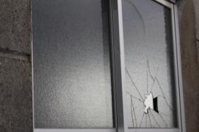 割れた窓の応急処置
